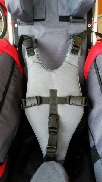 Kamizelka bezpieczeństwa stabilizujące klatkę piersiową.