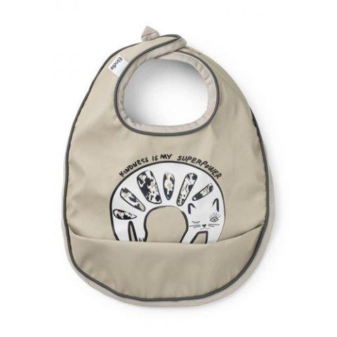 śliniaczek do karmienia niemowląt łatwy w czyszczeniu