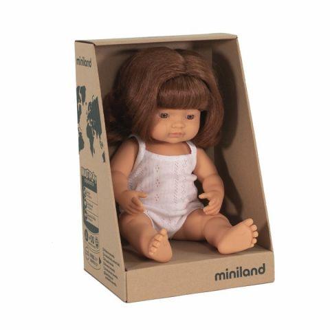 lalka z rudymi włosami