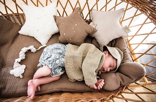 wyprawka dla niemowlaka kocyki i poduszki